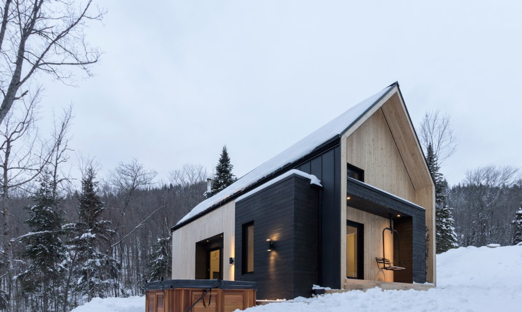 A rustic barn style prefab home design for Barn style modular homes