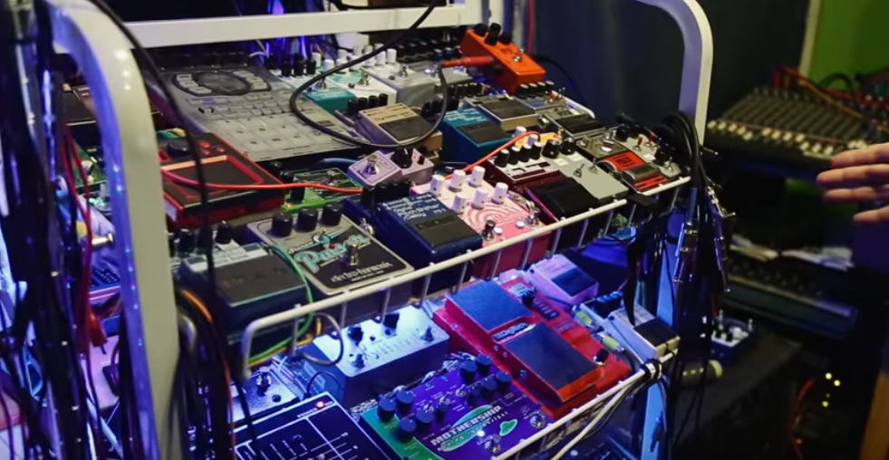 Toshi Kosai guitar pedal patch bay setup